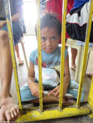 Street children detained to clear way for Pope Francis' Manila visit