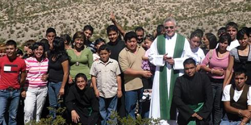 Fr Kevin Mullins SSC with parish locals from the Corpus Christi Parish, Ciudad Juarez, Mexico.