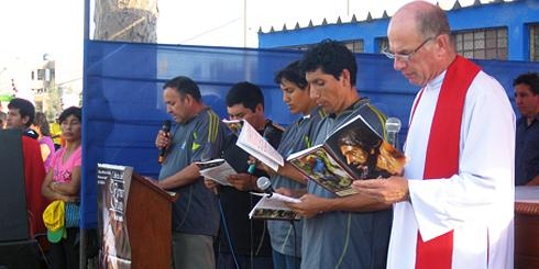 (right) Columban Priest Associate, Fr Joe Ruys completes six years of mission at the parish of The Holy Angels of Huandoy, Lima, Peru, in 2012.